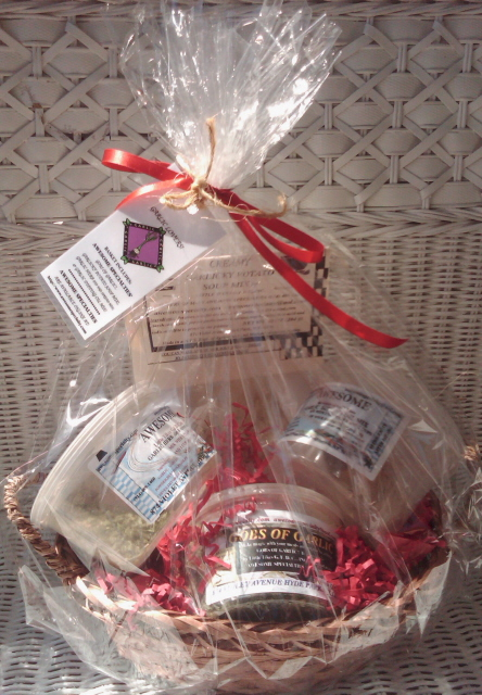 AWESOME SPECIALTIES' GARLIC LOVERS! GIFT BASKET